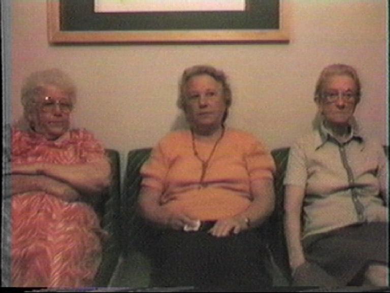 BELOVED ONES FOTO Irmãs